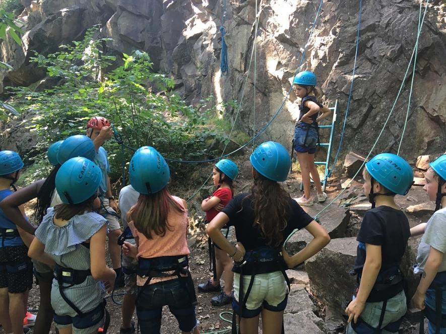 Un groupe a pu découvrir l'escalade dans l'après midi