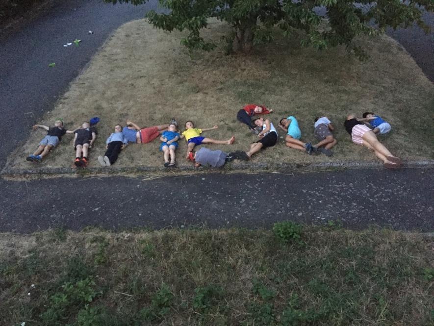 Profitant de la douceur de fin de journée, le groupe a pu se défouler et participer à une veillée Time's Up, puis les enfants se sont tranquillement endormis.